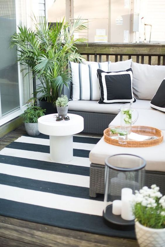 19 Fabulous Small Patio and Balcony Ideas on Black And White Backyard Decor  id=31856