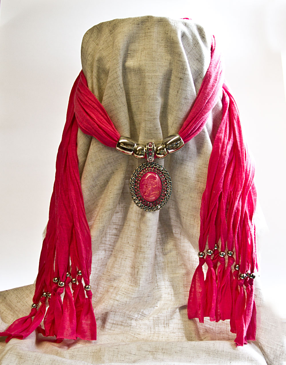 Scarf with Pendant – Pink