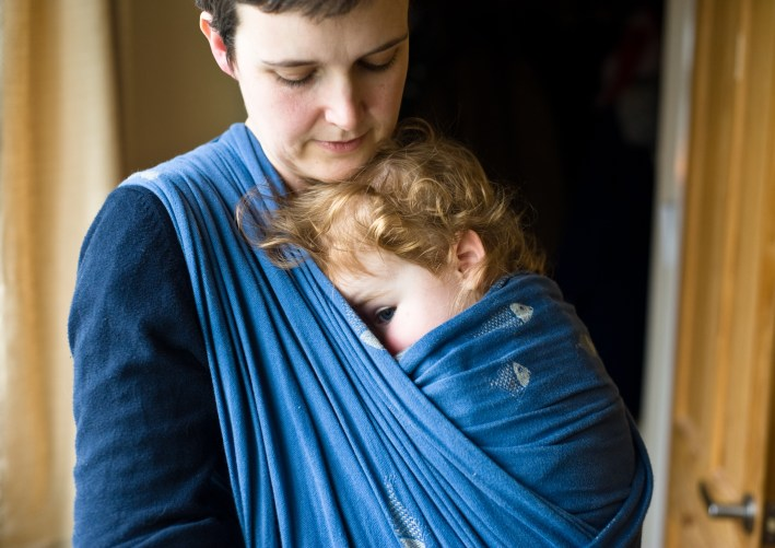 Mother wearing her child in a didymos fishes wrap, photographed by Anna Hindocha/Warm Glow Photo