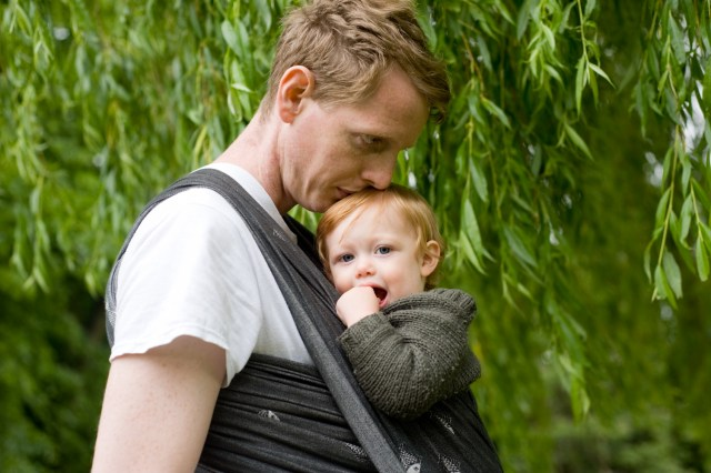 Father weraing his daughter in a didymos fishes sling in the Horniman Gardens, photographed by Anna Hindocha/Warm Glow Photo