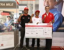 Pemenang bersama Training Specialist berfoto dengan Mr. Valery Muyard selaku President Director of UD Trucks Indonesia