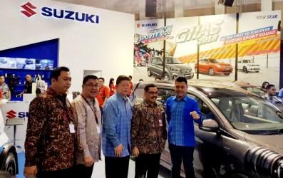 Keikutsertaan Suzuki dalam ajang GIIAS Surabaya merupakan kerjasama antara PT Suzuki Indomobil Sales dengan dua dealer utama Suzuki di Jawa Timur, PT Sejahtera Buana Trada dan PT United Motor Centre.