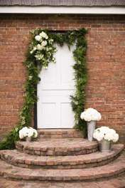 Assymetrical ceremony backdrop with garland and hydrageas