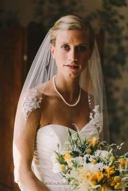 Bridal portrait in Warrenwood Manor Bridal Suite