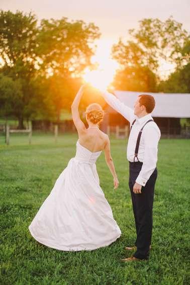 Classic outdoor photos of bride & groom during central kentucky farm wedding