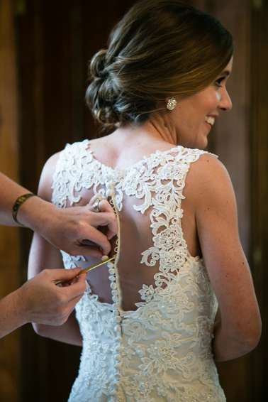 Bride getting ready in Warrenwood Manor