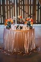 Sweetheart table | Rose gold sparle linen with candles and orange flowers