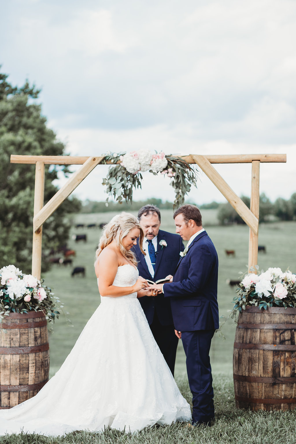 Country Glam Wedding Ceremony at Warrenwood Manor in Kentucky