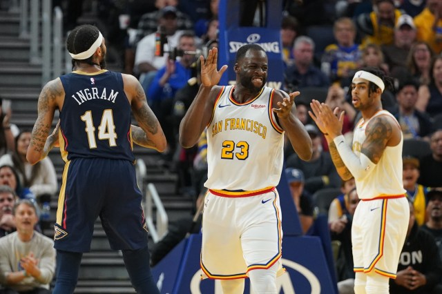 Warriors end 5-game losing streak by closing out Pelicans, 106-102