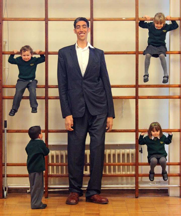 He Was Too Tall That He Did Surgery To Stop His Growth, Meet Sultan Kosen, One Of The Tallest Men In The World