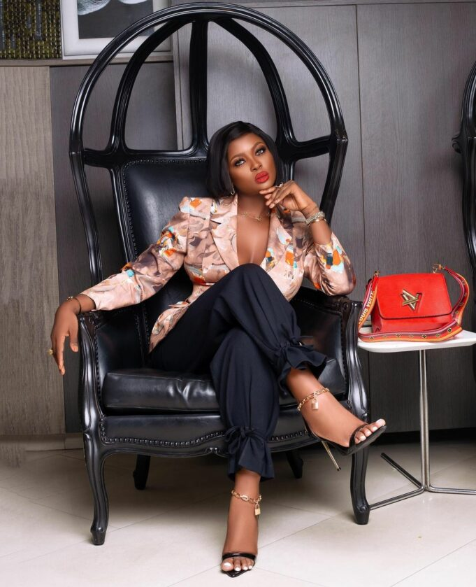 """""""Stop pressuring young people with your cheap Instagram lies,"""" – Actress Uche Ebere blasts 'Richest' BBNaija graduate, Ka3na"""