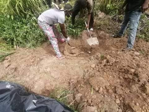 Police uncover shallow graves in Benue, exhume decomposing bodies of six kidnap victims, suspects' wives