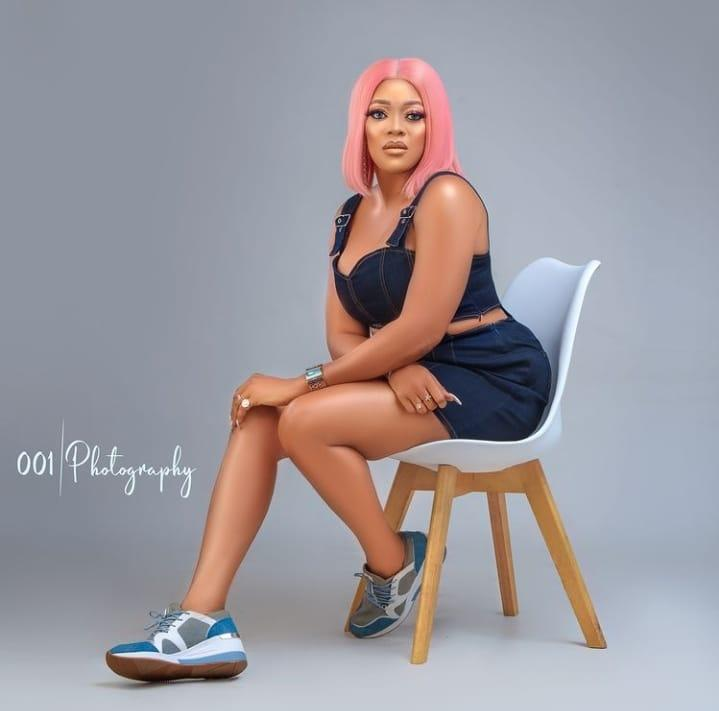 Actress, Eve Esin schools a troll who accused her of always staying in hotels