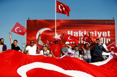 Supporters of various political parties gather in Istanbul's Taksim Square and wave Turkey's national flags before the Republic and Democracy Rally organised by main opposition Republican People's Party (CHP), Turkey, July 24, 2016.  REUTERS/Osman Orsal