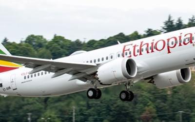 Príčina katastrofy dopravného lietadla BOEING B-737 MAX 8 v Etiópii