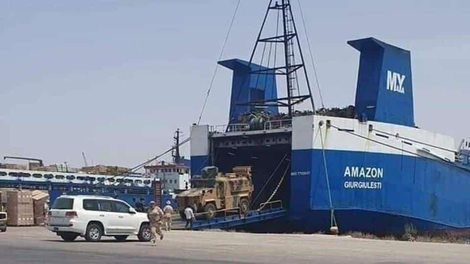 Líbya – LNA Haftarova armáda hliadkuje na mori a uvalila embargo na prístavy.