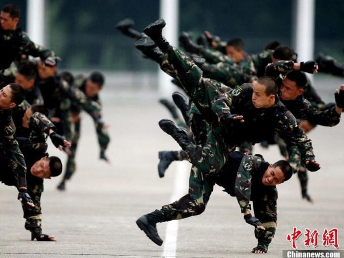 Демонстрация приёмов рукопашного боя (http://russian.dbw.cn)