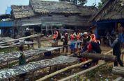 interaksi para jurnalis dengan warga pulau buluh kecil di festival karimata 2015 menyambut sail karimata 2016