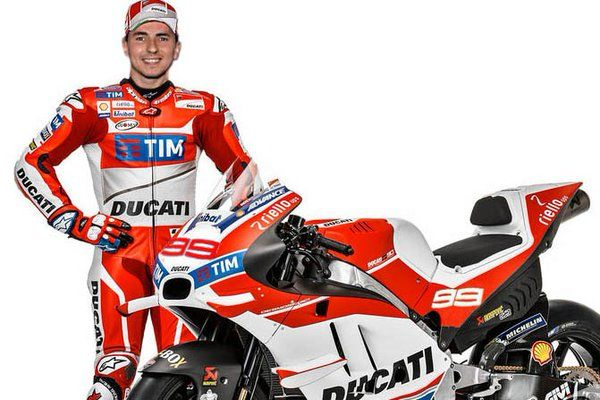 Illustrasi Lorenzo bersama Ducati Desmosedici
