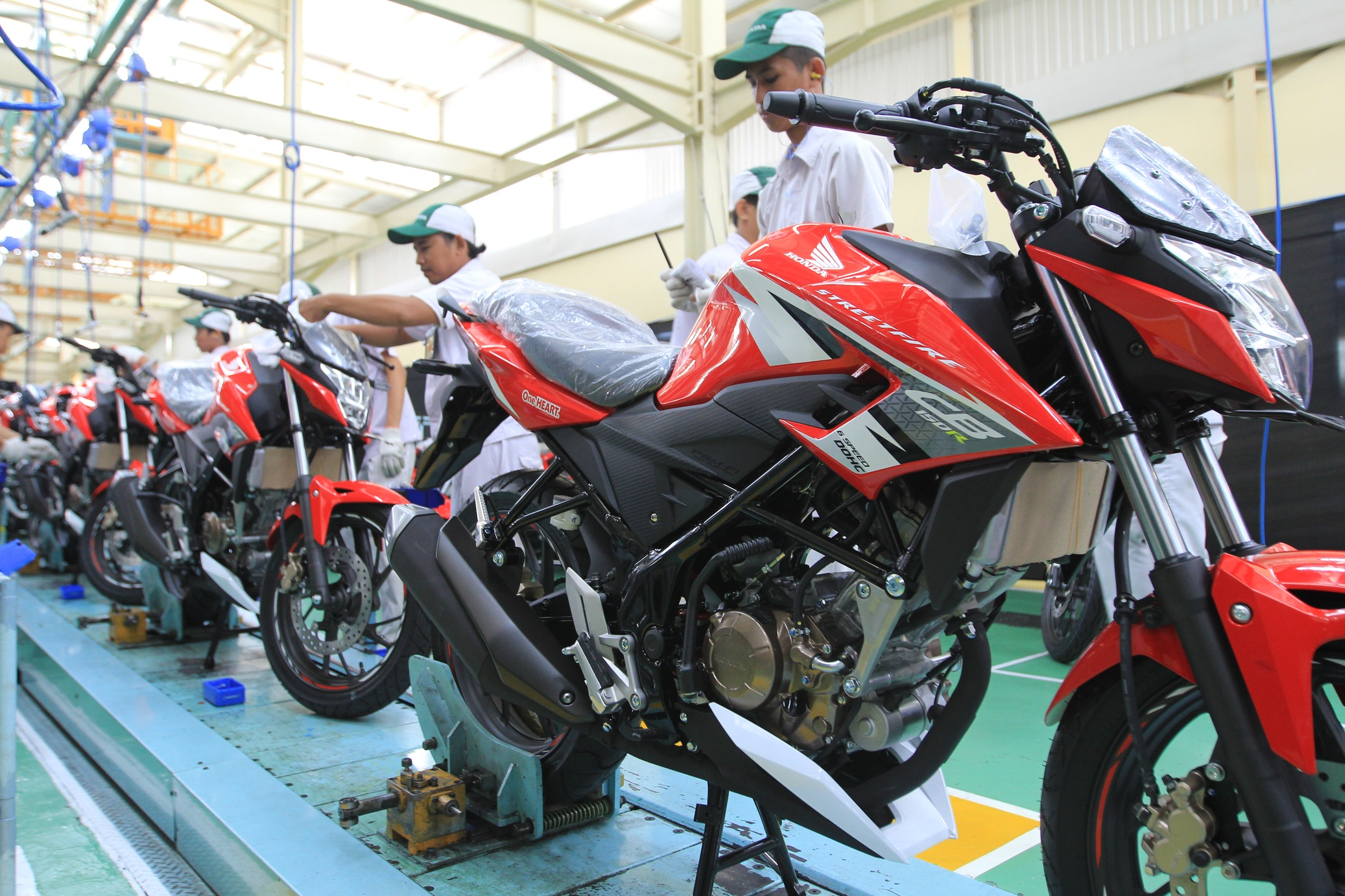 All New Honda CB150R 2016 Warna Baru Racing Red Dan Wild Black Hitam