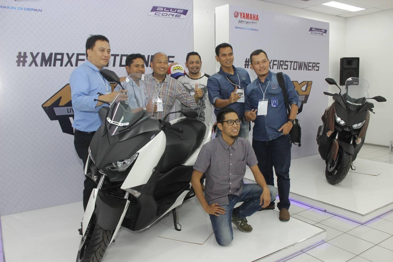 #XMAXFIRSTOWNERS foto bersama dengan motor XMAX saat kunjungan pabrik Yamaha