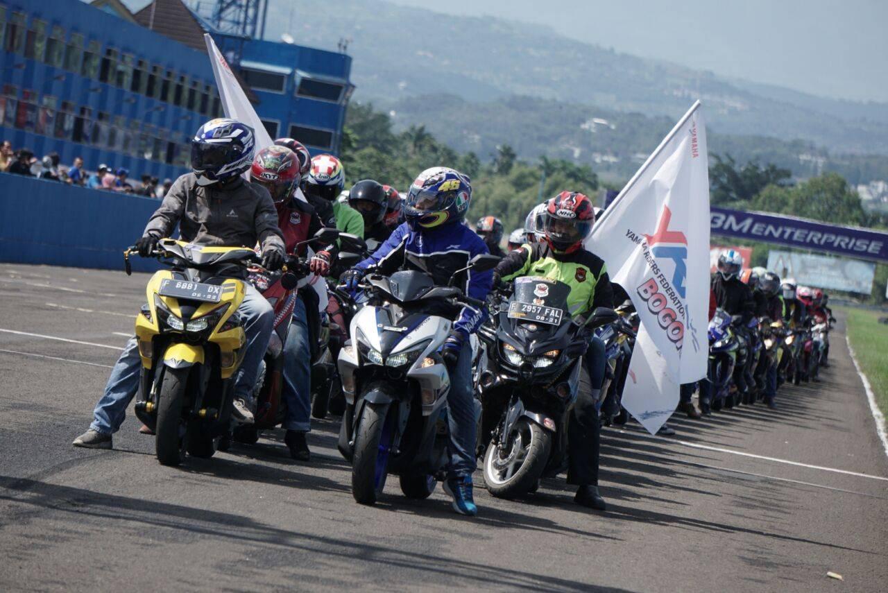 Ribuan komunitas all variants motor Yamaha melakukan victory lap di Sentul International Circuit dalam event seri 1 Yamaha Sunday Race (2)