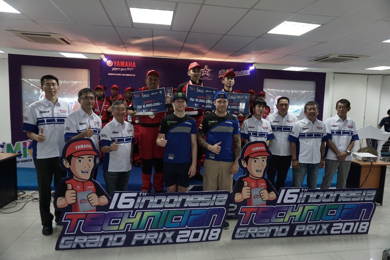 Awarding Indonesia Technician Grand Prix ke-16 bersama Management PT Yamaha Indonesia Motor Manufacturing (YIMM) dan pembalap tim Monster Energy Yamaha Factory MXGP, Romain Febvre dan Jeremy Van Horebeek (1