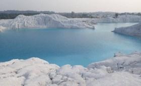 tempat wisata dari bekas tambang,danau salju,danau kaolin