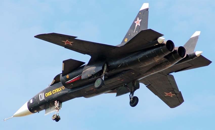SU-47 nel cielo