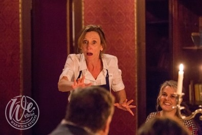 Shakespeare entertainment waitresses actors performance at meal
