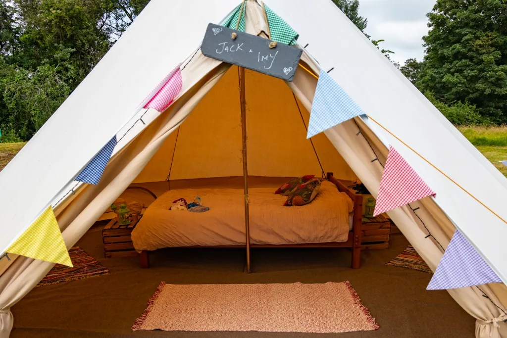 """Glamping bell tent with double bed, gingham bunting and blackboard """"Jack and Imy"""""""
