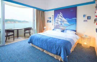 ocean view themed room