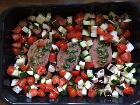 Schweinelendchen mit Gemüse aus dem Ofen