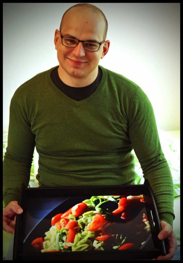 Smartphoto-Serviertablett - Daniel freut sich