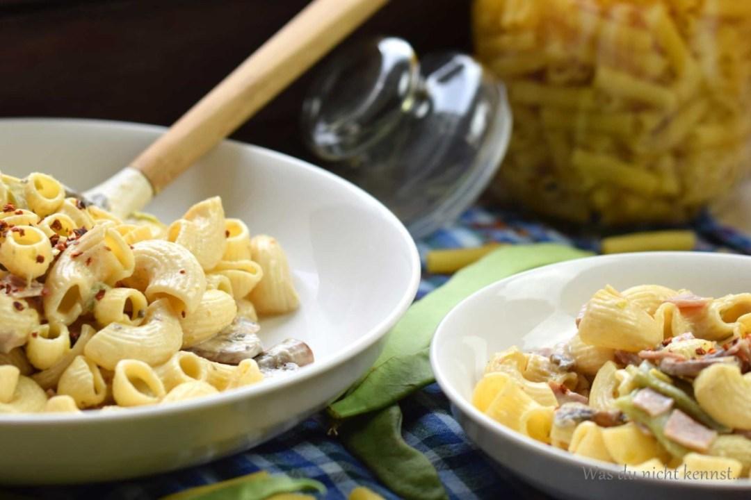 schnelle pasta nudeln mit champignons und bohnen was du nicht kennst. Black Bedroom Furniture Sets. Home Design Ideas