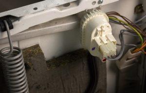 Çamaşır makinesindeki basınç şalteri nedir
