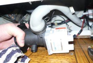 Bir LG çamaşır makinesinde pompa nasıl kontrol edilir