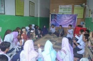 Suasana saat HMJ Kesmas gelar buka puasa bersama anak yatim piatu di Panti Asuhan Al-Ikhwan (14/6/16)