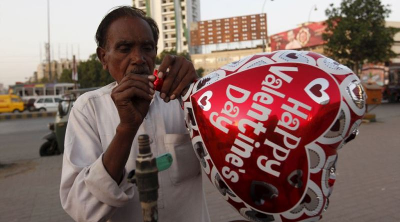 Pakistan's President urges nation not to celebrate Valentine's day