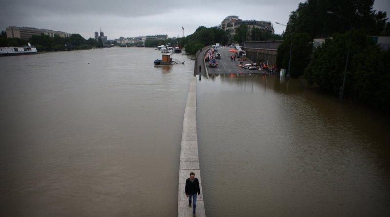 Paris' Seine rises to highest level since 1982