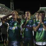 Soccer fans honor plane crash victims