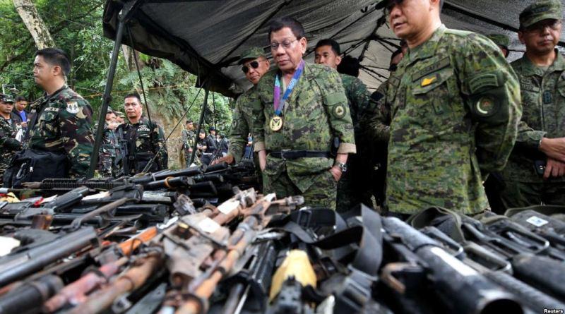 Duterte flies to besieged city despite attacks warning