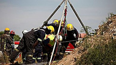 Illegal miners killed in underground explosion are pulled from a South African shaft. (Courtesy of newsgra.com)