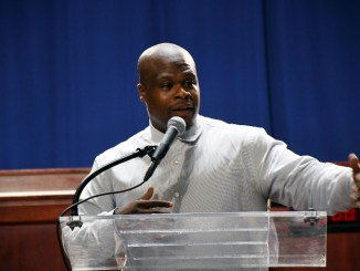 Kenneil Cole speaks at the Right Direction Awards ceremony in D.C. on Aug. 10. (Roy Lewis/The Washington Informer)