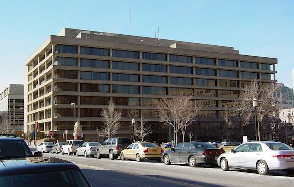 The Jackson Graham Building, home of the Washington Metropolitan Area Transit Authority (Courtesy of Ben Schumin via Wikimedia Commons)