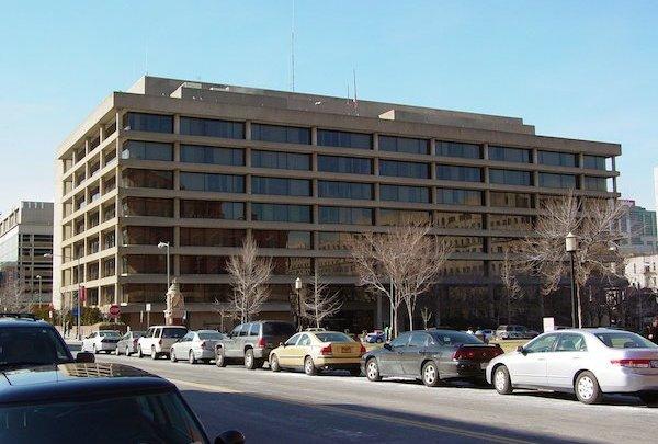 The Jackson Graham Building, home of the Washington Metropolitan Area Transit Authority (Courtesy of Ben Schumin via Wikimedia Commons)