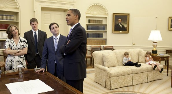 Julius Genachowski and his family join President Obama in the Oval Office after Genachowski's swearing-in as chairman of the Federal Communications Commission.