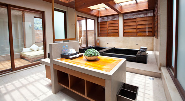 The bathroom spa in one of the Western style rooms with hot spring fed hot tub. (Photo by Anchyi Wei)
