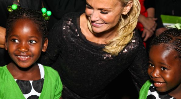 Actress Kristin Chenoweth meets Naomi and Ruth Chew at the Angels in Adoption Gala.