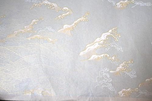yuzen blanco con diseño de olas